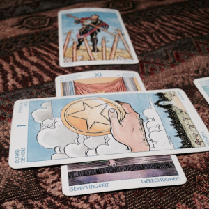 30 minute tarot reading with Lizzy Hoffmann